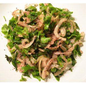 Salat als Beilage zum Grillspieß